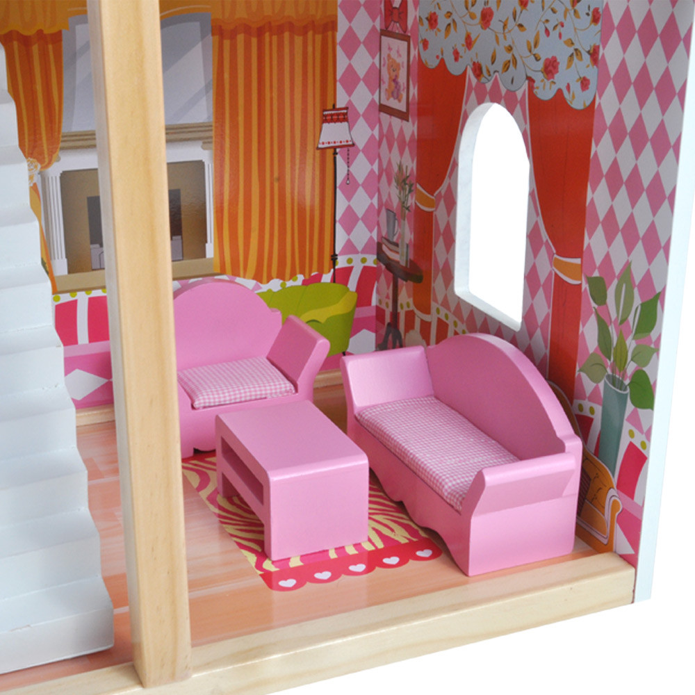 Woonkamer met roze meubilair.