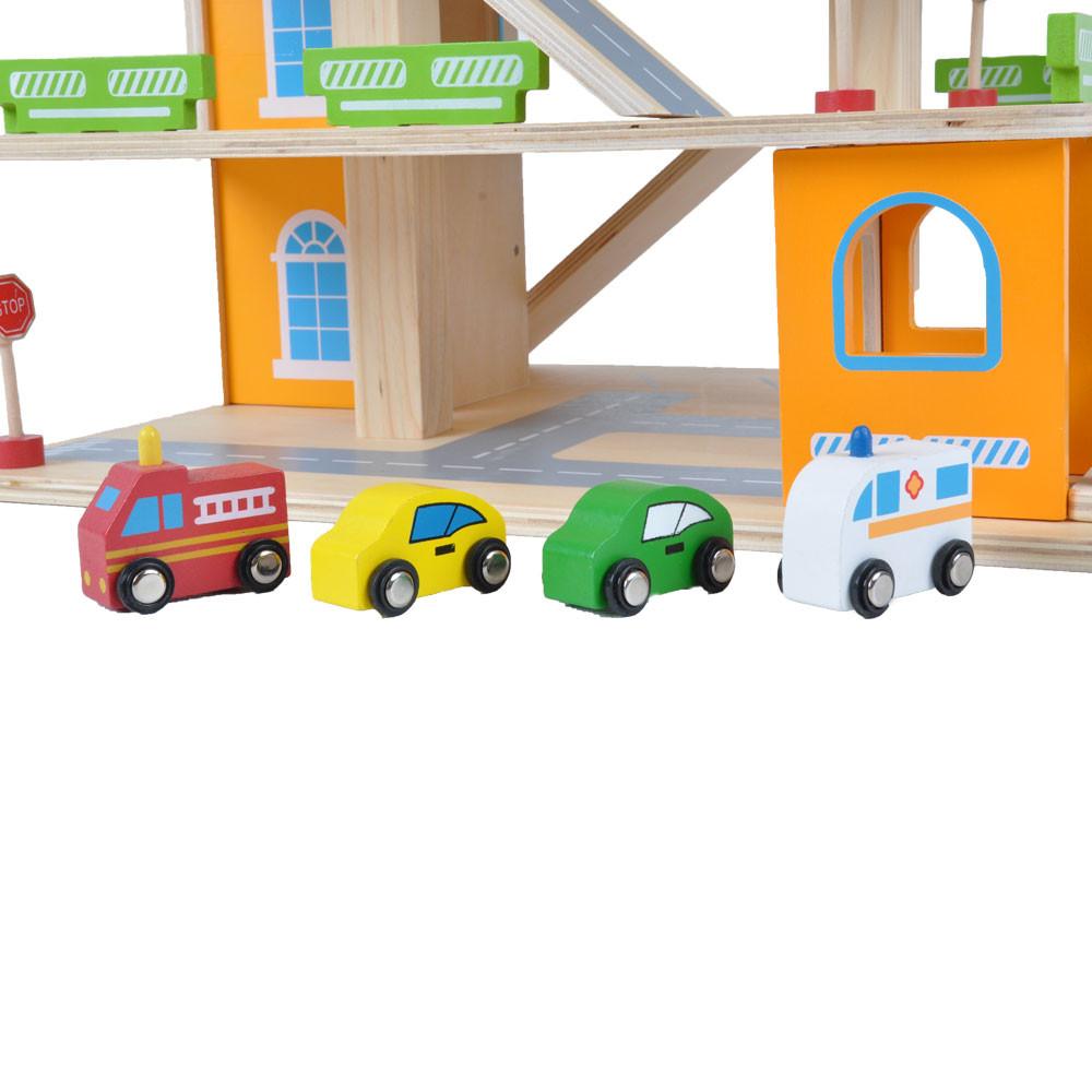 Inclusief 4 houten auto's.