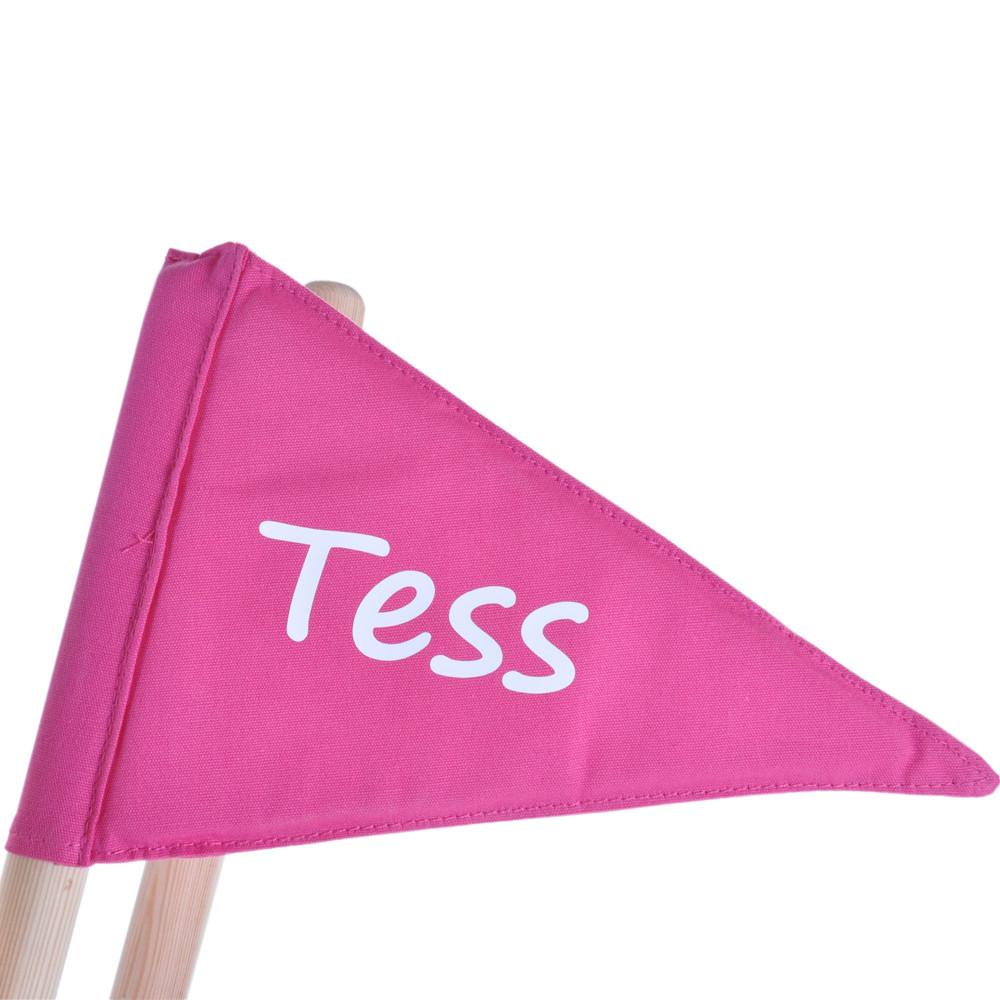Roze vlag met eigen naam.